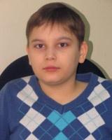 Девятилетнему Глебу требуется помощь на борьбу с редкой болезнью