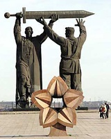 Магнитогорцы просят мэрию отреставрировать памятник «Тыл – фронту»