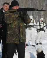 Депутаты ЗСО и журналисты постреляли из «печенега» и «калашникова»