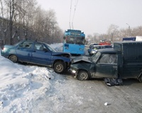 В Ленинском районе столкнулось три автомобиля, виновник аварии погиб