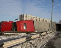 В Ленинском районе Челябинска опрокинулся грузовик с мясом птицы