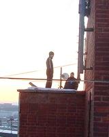 Спасатели не дали жителю Миасса спрыгнуть с крыши девятиэтажки