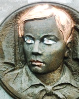 Надругательство над мемориалом на Алом Поле вылилось в уголовное дело
