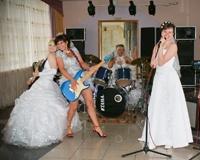 В Трехгорном 13 невест провели забег на шпильках