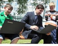 Воспитанники челябинского детдома получили персональные ноутбуки