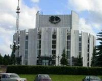 Челябинский театр драмы опасен для прохожих: с фасада падают плиты