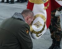 Командир 23 отряда спецназа попрощался с боевым знаменем части
