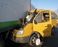 Водитель, загнавший маршрутку под грузовик, ответит за смерть пассажирки