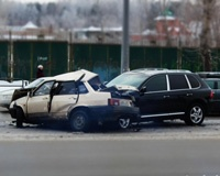 Porsche Cayenne протаранил ВАЗ на улице Труда в Челябинске