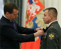 Медведев вручил орден Мужества командиру златоустовского спецназа ФСКН