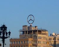 Знак Mercedes на крыше Дома на набережной в Москве демонтирован