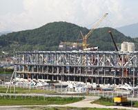 Олимпийский конькобежный центр обретает металлическую форму