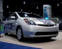 Toyota начнет продажу Prius, заряжаемого от розетки