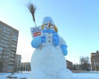 На 8 марта жительницам Рыбинска подарили снеговика
