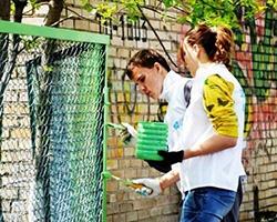 На Дону волонтеры затеяли уборку в домах ветеранов