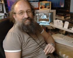 Анатолий Вассерман, публицист, многократный победитель интеллектуальных телеигр: «Роскоши вроде золота с хрусталем у меня нет»