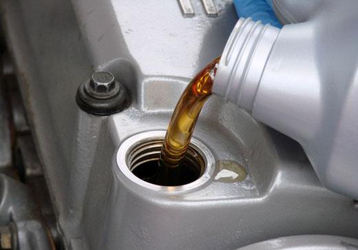 Если двигатель ест масло