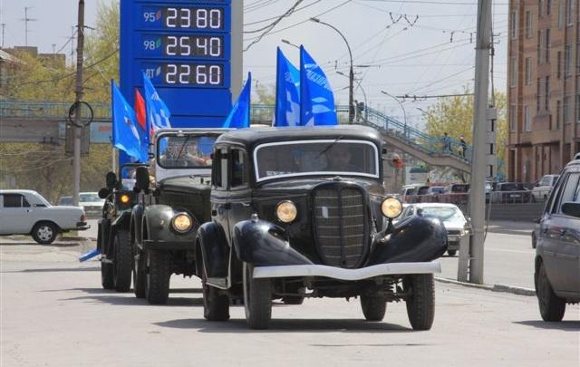 «Газпромнефть-Новосибирск» подарила городу парад ретроавтомобилей